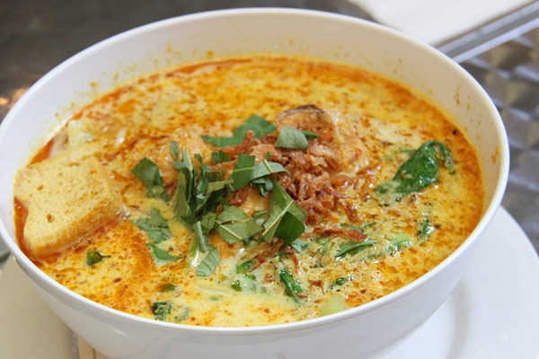 Laksa Singapura with Chicken